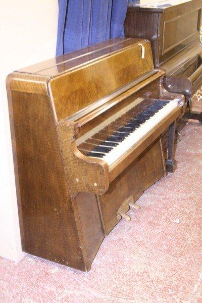 1052 a bentley figured walnut art deco upright piano for Piani art deco