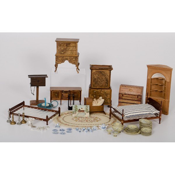 Wooden Dollhouse Furniture And Accessories Lot 390