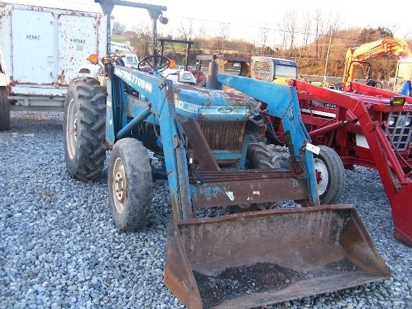 Ford 2110 Tractor : Ford compact tractor w loader lot
