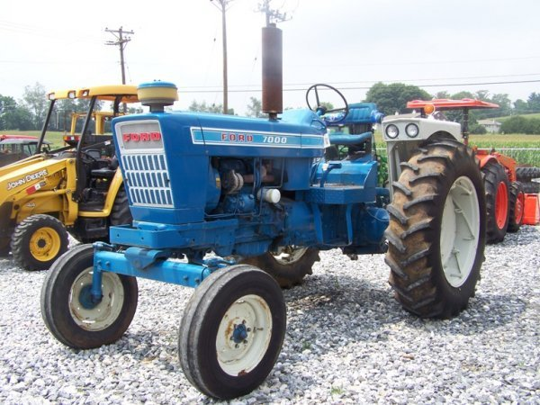 Ford 7000 Tractor : Ford flat deck farm tractor lot