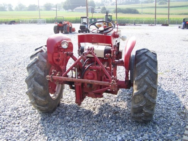 International 240 Utility Tractor : Moved permanently