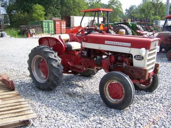 International 240 Tractor : Moved permanently