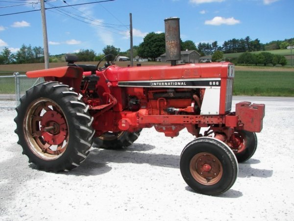 686 International Tractor : Moved permanently