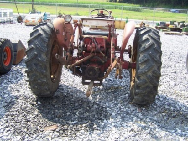135  International 504 Gas Utility Tractor  1 Owner   Lot 135