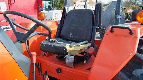 Kubota M4700 Utility Special Tractor : Kubota m utility special tractor lot