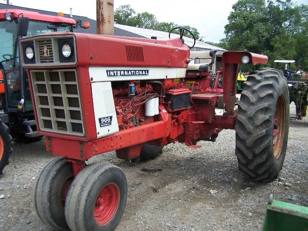 966 International Tractor : Moved permanently