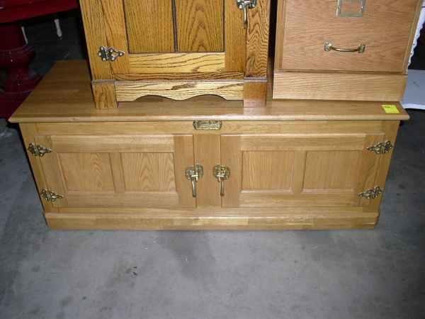 1332 Contemp Oak Side By Side Ice Box Coffee Table Lot 1332