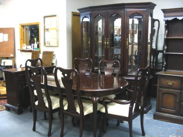 2276 thomasville 9 pc dining room break front w light