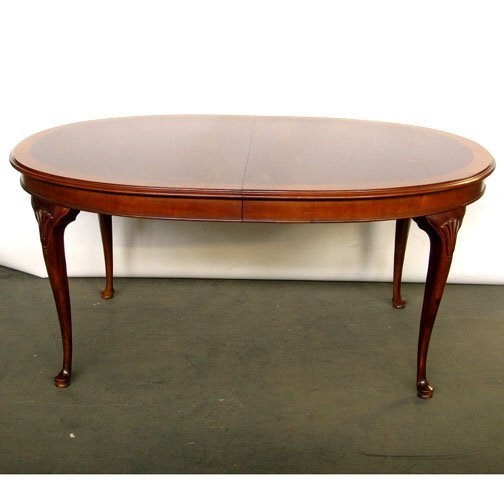 2406 DREXEL QUEEN ANNE STYLE DINING TABLE M Lot 2406