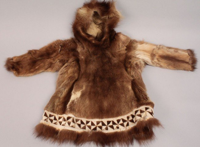 569: Lot of Inuit and Plains Indian Clothing : Lot 569