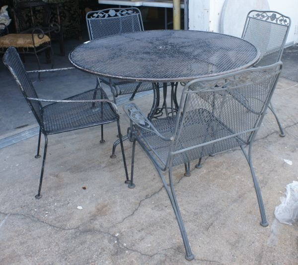 61 VINTAGE WOODARD WROUGHT IRON PATIO FURNITURE Lot 61