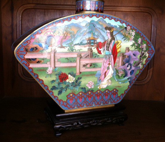 Cloisonn geisha theme vase on wood stand lot 602 for Cloison stand