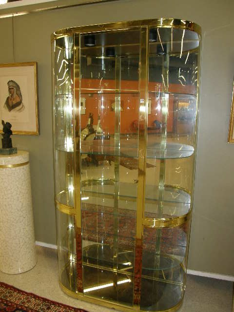 4226 brass and glass lighted curio cabinet lot 4226. Black Bedroom Furniture Sets. Home Design Ideas