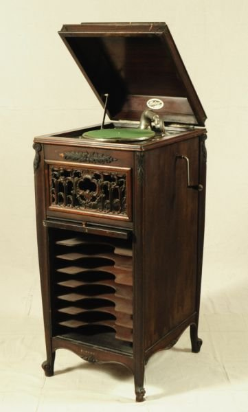 586 meteor cabinet record player lot 586