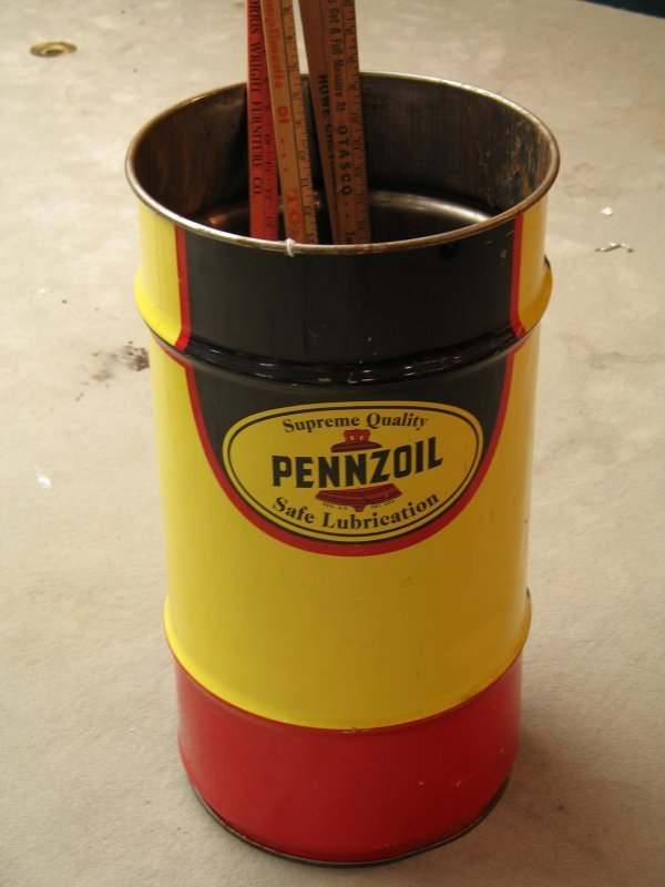 805 1960s pennzoil motor oil drum plus rulers lot 805 for Motor oil by the drum