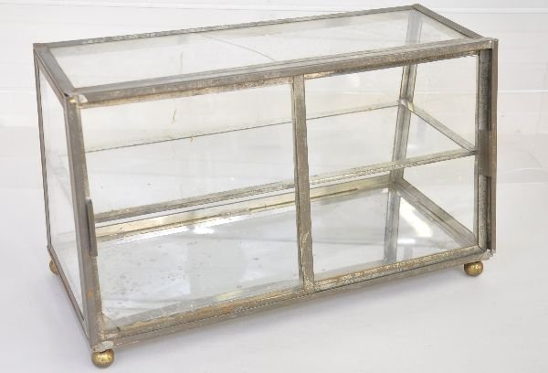 Vintage Counter Top Glass Display Case : Lot 436