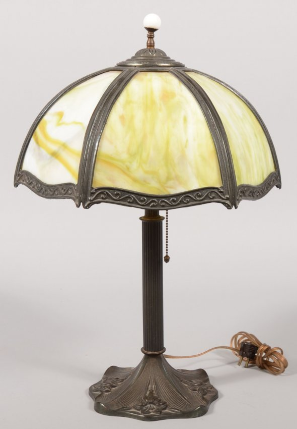 622 tiffany style slag glass shade table lamp brass p lot 622. Black Bedroom Furniture Sets. Home Design Ideas