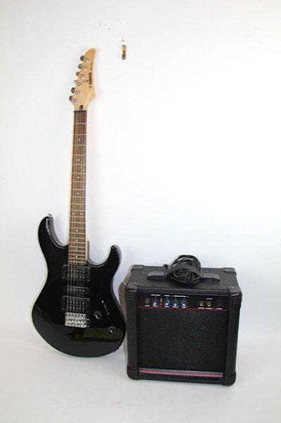 yamaha erg 121c electric guitar and ak15g amp lot 93. Black Bedroom Furniture Sets. Home Design Ideas