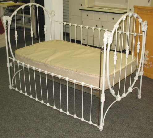 56: Antique Iron Baby Bed/Crib makes Great Day Bed : Lot 56