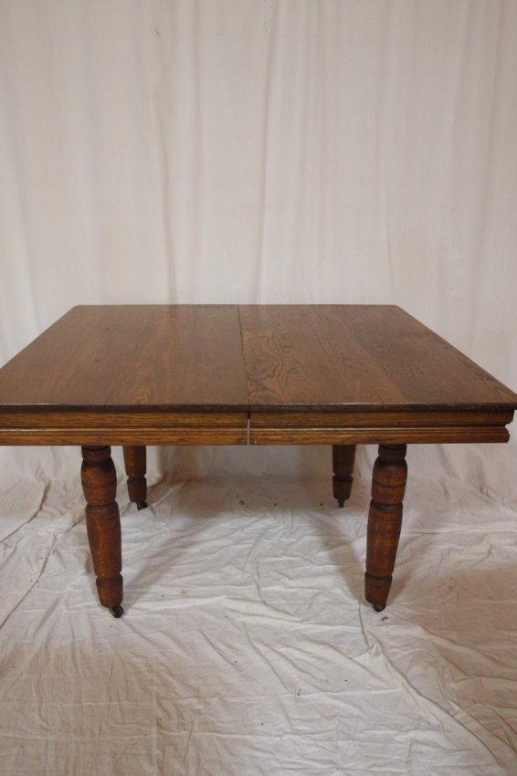 Robbins oak 5 leg extension dining table with one le lot 213 for Single leg dining table