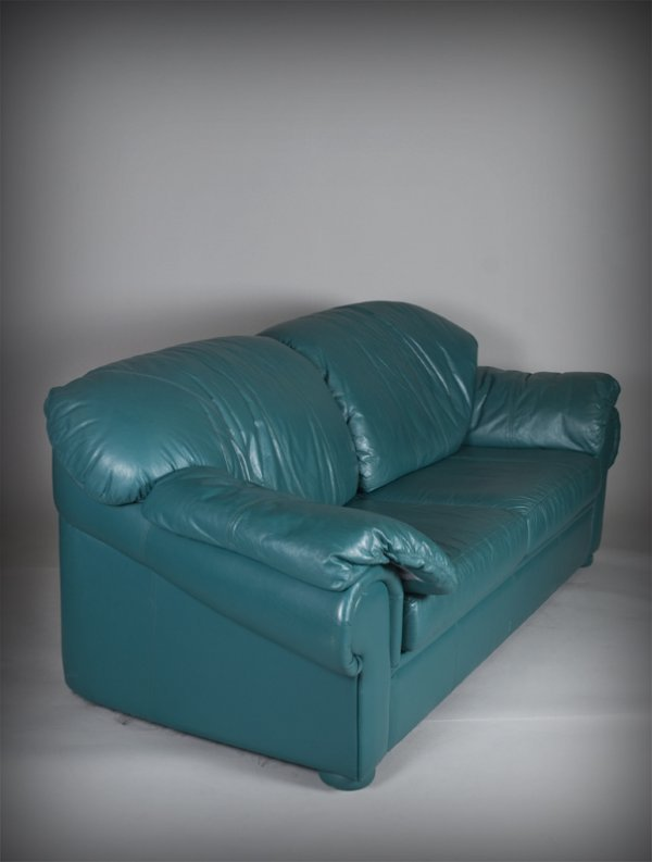 518 natuzzi turquoise italian leather sofa lot 518 for Teal leather couch