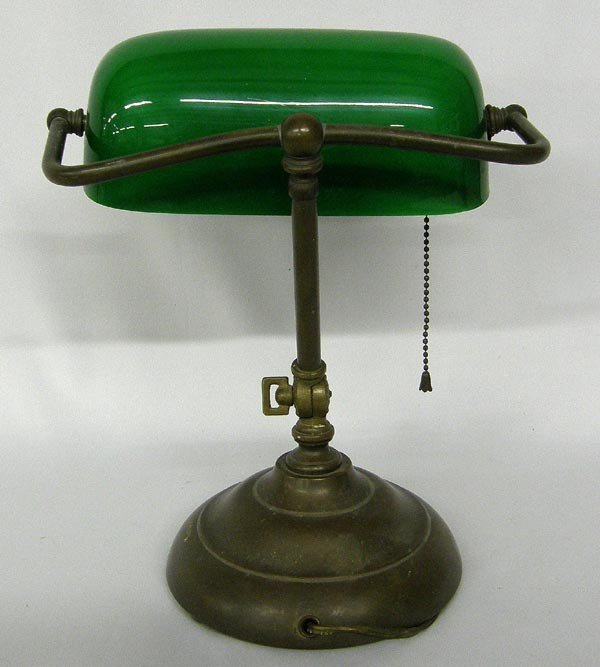 Classic Vintage Green Glass Bankers Lamp Lot 1099
