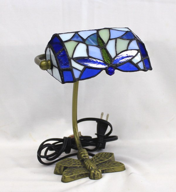 dragonfly stained glass brass lamp lot 2039. Black Bedroom Furniture Sets. Home Design Ideas