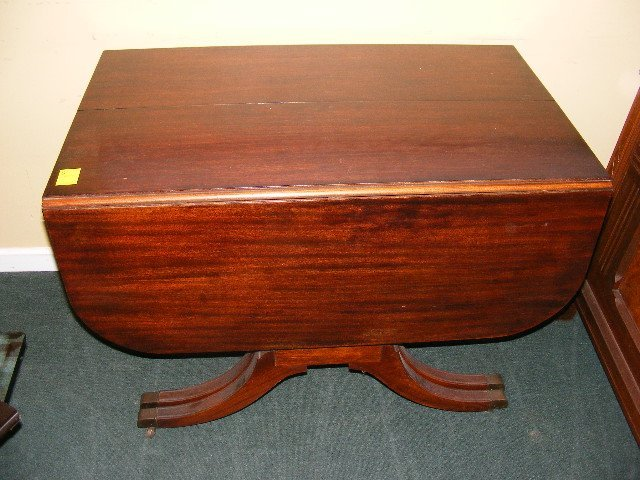 190W: Duncan Phyfe mahogany drop leaf dining room table : Lot 190W