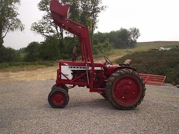 International 504 Tractor : International tractor w front loader lot
