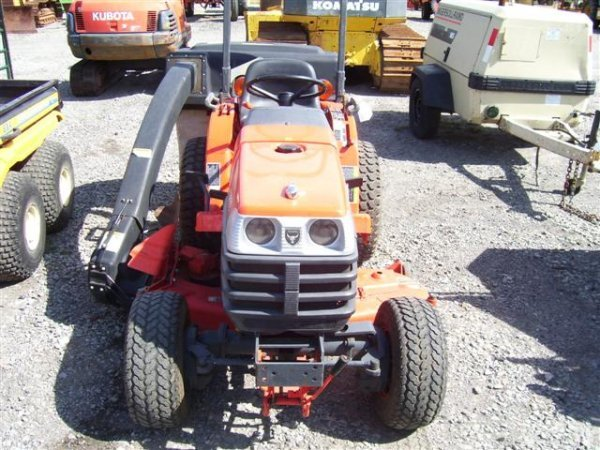 104 Kubota B7300 4wd Tractor W 54 In Mower Rear Bagger