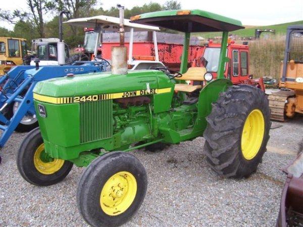 John Deere 2440 : John deere utility tractor w roll bar canopy