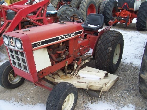 International 184 Tractor : Ih tractor lot