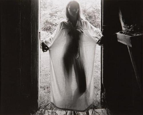 Edith Gowin photographier par Emmet Gowin
