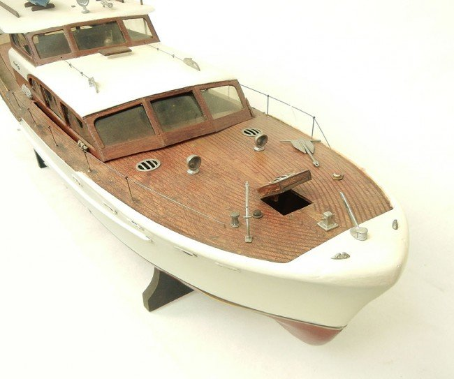 370 chris craft mahogany boat model some parts painte for Chris craft boat accessories