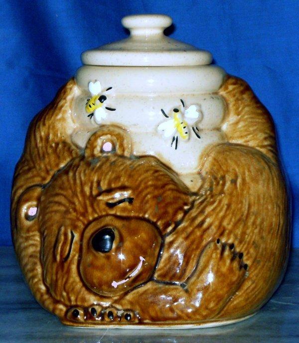 253 mccoy bear with beehive cookie jar marked usa 143 lot 253 - Beehive cookie jar ...