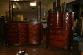 389 Three Piece 1940 S Mahogany Bedroom Set Lot 389