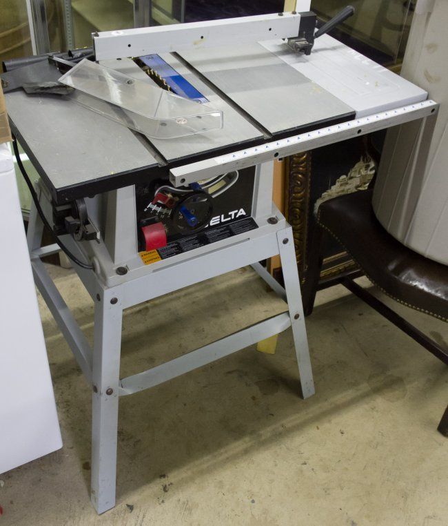 delta machinery model 36 560 10 inch table saw lot 820