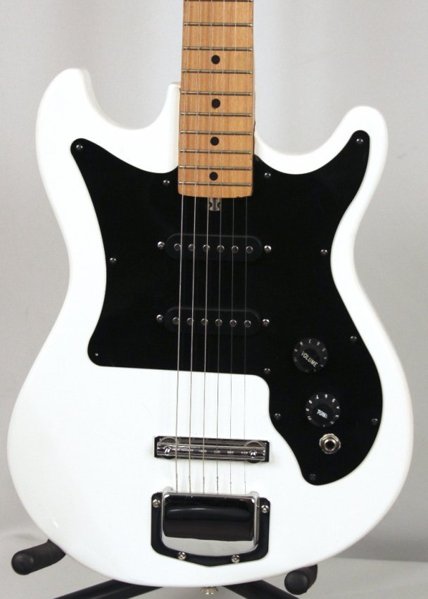 harmony 60 39 s type reissue electric guitar in white dgui lot 531. Black Bedroom Furniture Sets. Home Design Ideas