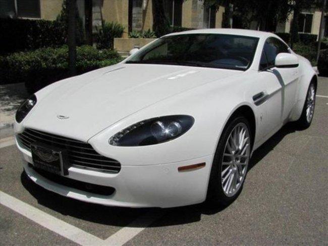 2011 White Aston Martin V8 Vantage Coupe : Lot 353